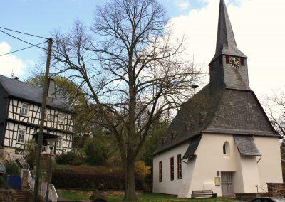 kirche-im-sommer